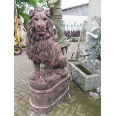 13451E Monumentaler Löwe auf Sockel Stein 1,80