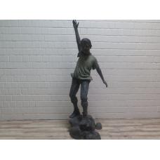 15775E Skulptur Dekoration Junge Bronze 1,86 m