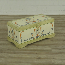 16678 Set of painted chests 0,80 m