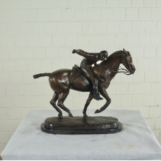 17155E Skulptur Jockey Pferd Bronze 0,49 m