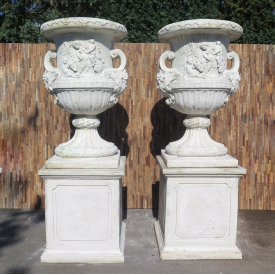 Set of two vases on a base 2,27 m