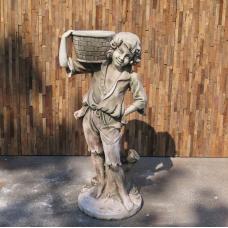 Wasserspeier Beton Junge mit Korb 1,10 m