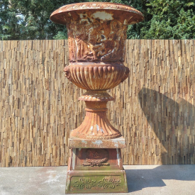 Vase on as base 2,30 m