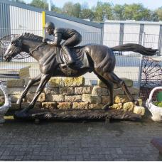 Skulptur Dekoration Jockey Pferd Bronze 2,20 m