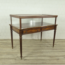 Showtable 1,26 m Walnut