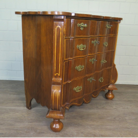 Chest of Drawers Baroque 1720 Walnut